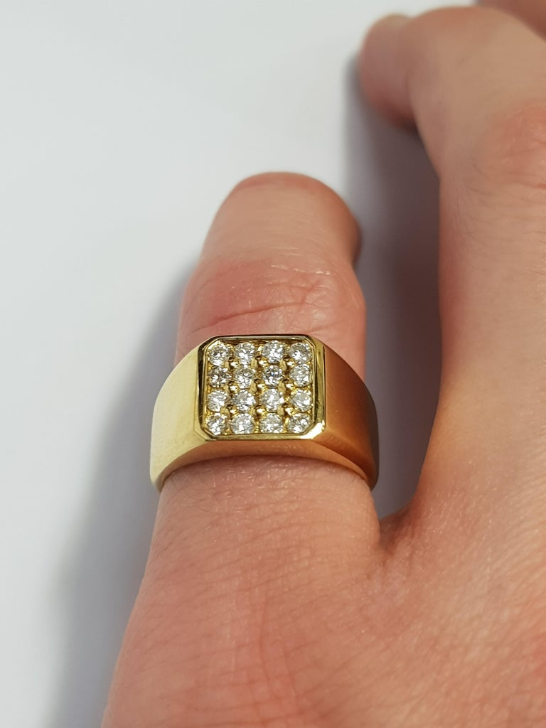 0.75 Carat Round White Diamond 18 Karat Yellow Gold Square Men's Signet Ring For Sale 1