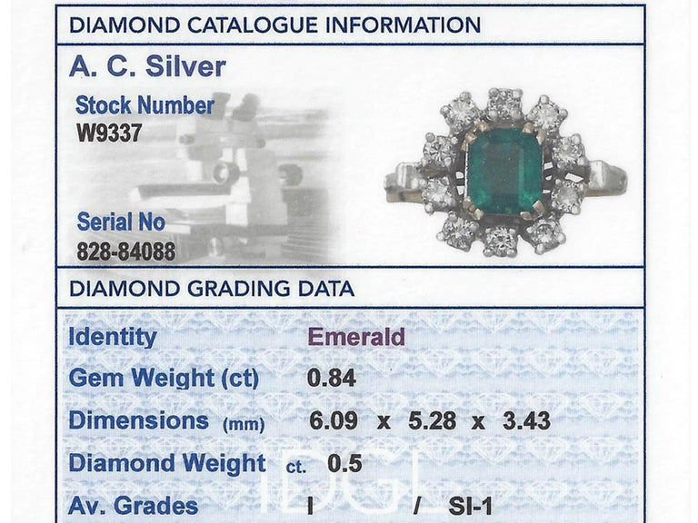 0.84Ct Emerald and 0.50Ct Diamond, 18k Yellow Gold Cluster Ring, Vintage For Sale 2