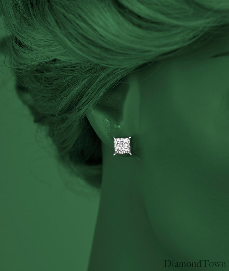 0.86 Carat Diamond Cluster Stud Earrings in 18 Karat White Gold In New Condition For Sale In New York, NY