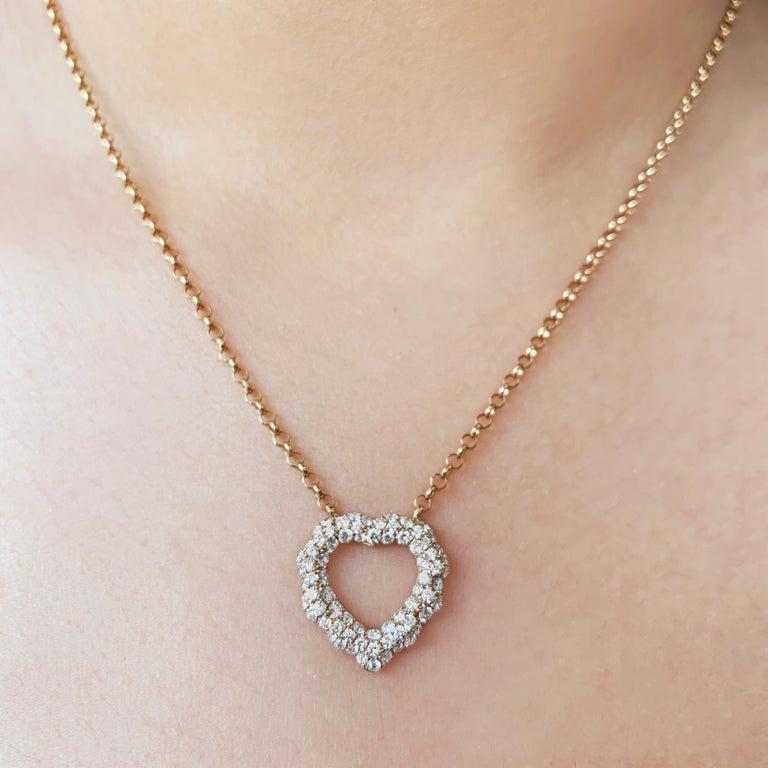 Round Cut 0.87 Carat Diamond 18 Karat Rose Gold Heart Shape Pendant Necklace For Sale