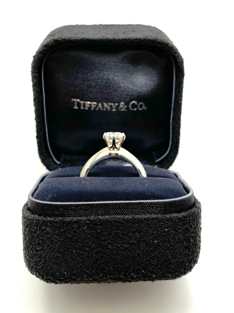 0.89 Carat Tiffany & Co.  Round Brilliant Diamond Platinum Solitaire Ring For Sale 6