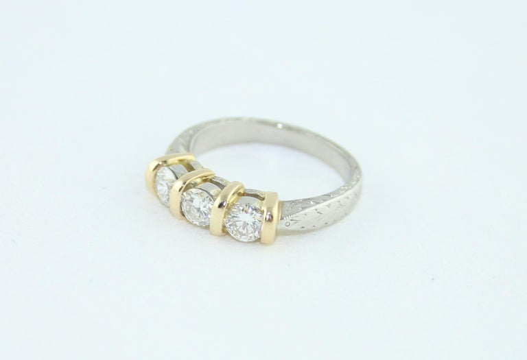 0.90 Carat Diamond Carved Filigree Design Three-Stone Gold Ring For Sale 4