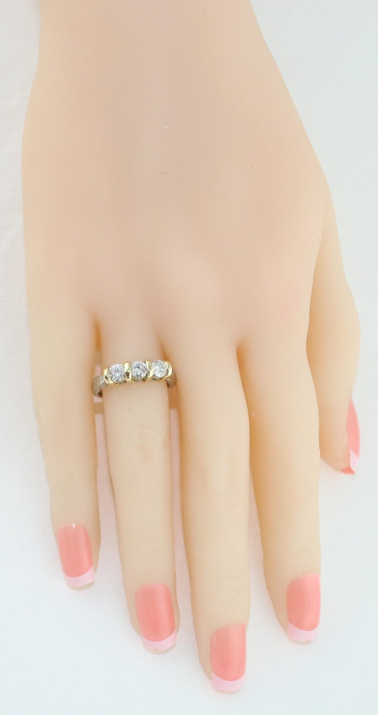 0.90 Carat Diamond Carved Filigree Design Three-Stone Gold Ring In New Condition For Sale In New York, NY