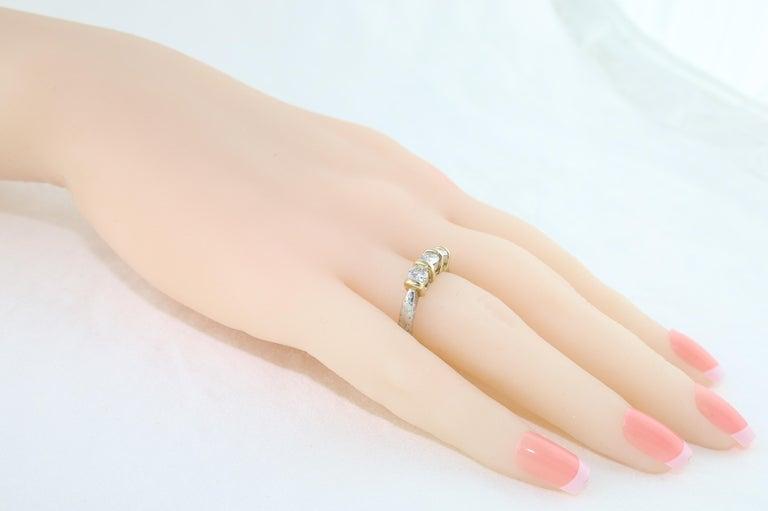 Women's 0.90 Carat Diamond Carved Filigree Design Three-Stone Gold Ring For Sale