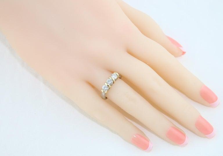 0.90 Carat Diamond Carved Filigree Design Three-Stone Gold Ring For Sale 2