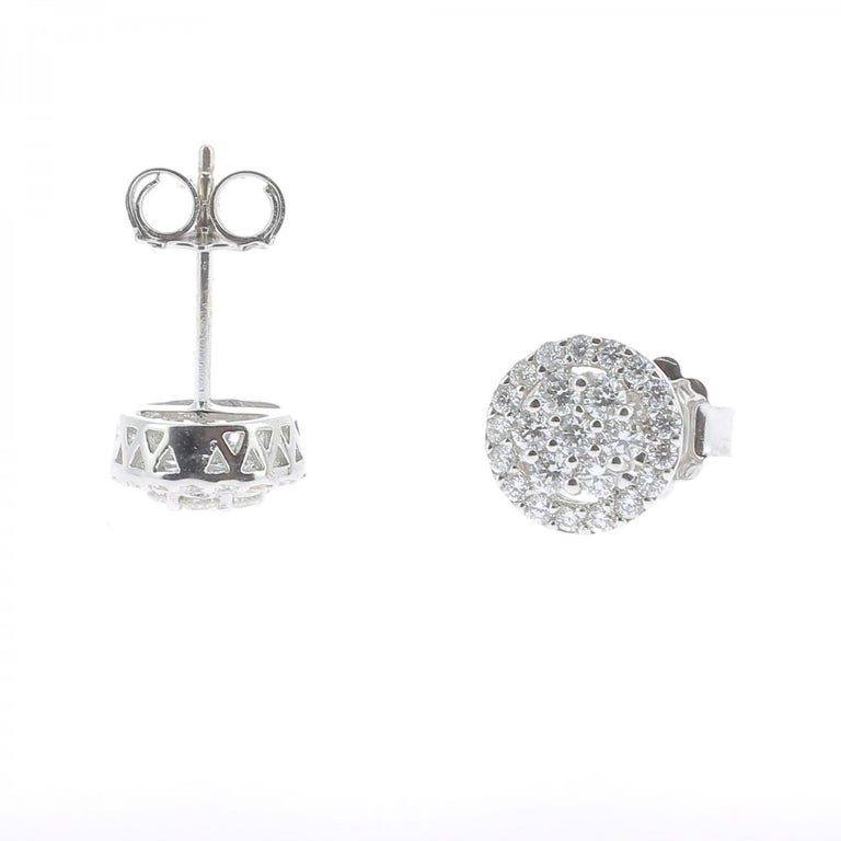 0.92 Carat Stud Diamond Earrings 18 Karat White Gold GVS In New Condition For Sale In paris, FR