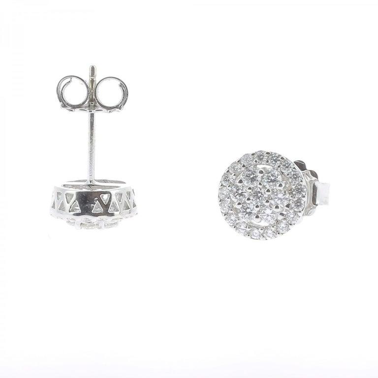 Round Cut 0.92 Carat Stud Diamond Earrings 18 Karat White Gold GVS For Sale