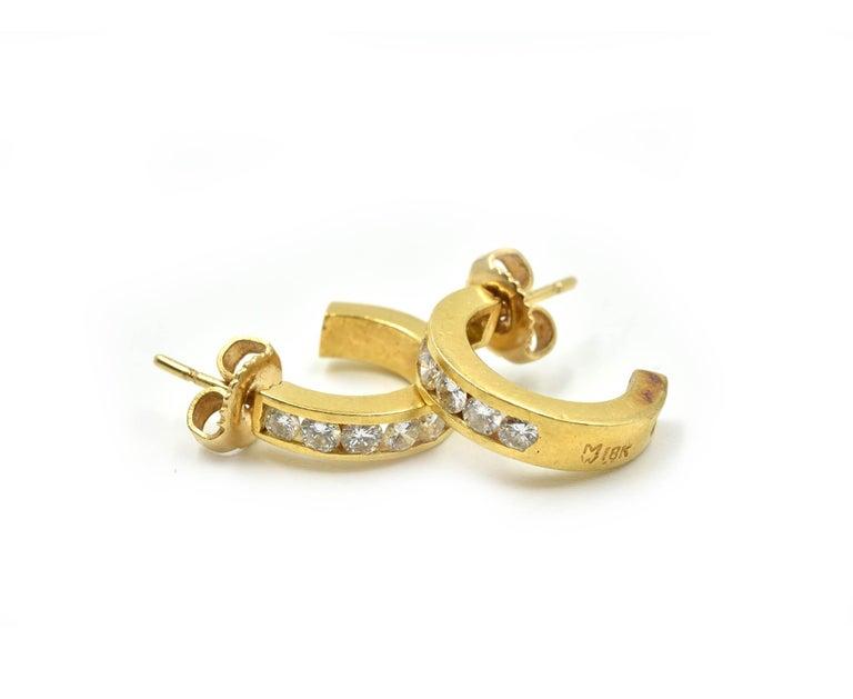 0.98 Carat Diamond Huggie Style Hoop Earrings 18 Karat Yellow Gold In Excellent Condition For Sale In Scottsdale, AZ