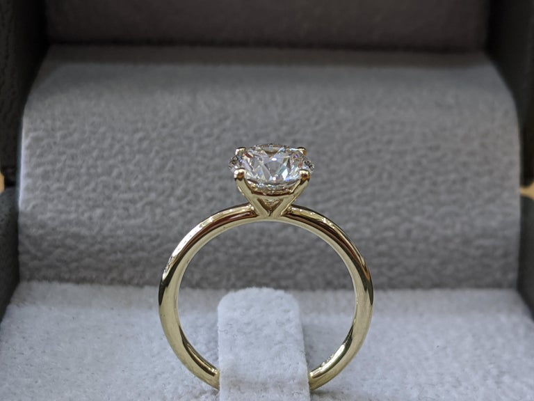 Art Deco 1 1/2 Carat 14 Karat Yellow Gold Round Diamond Engagement Ring For Sale