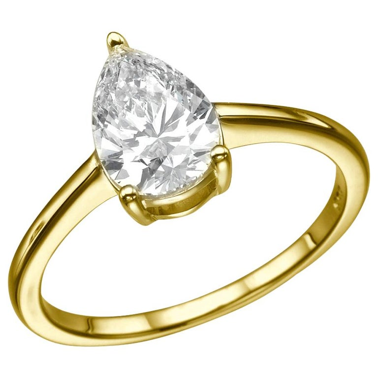 1 1/2 Carat Pear Shape Diamond Ring, 18 Karat Yellow Gold Solitaire Ring For Sale