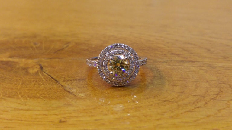 n amazing diamond engagement ring made of 14K White Gold set with a fancy yellow diamond of 0.70ct (can be set with any stone size) accented by white round diamonds. The center diamond of this classic gold ring is of Excellent cut, SI1 clarity and
