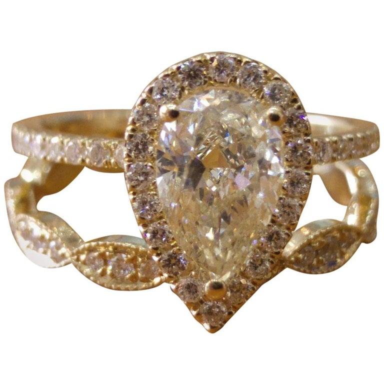 1 3/4 Carat Yellow Gold Pear Diamond Engagement Ring Set, Diamond Rings Set For Sale