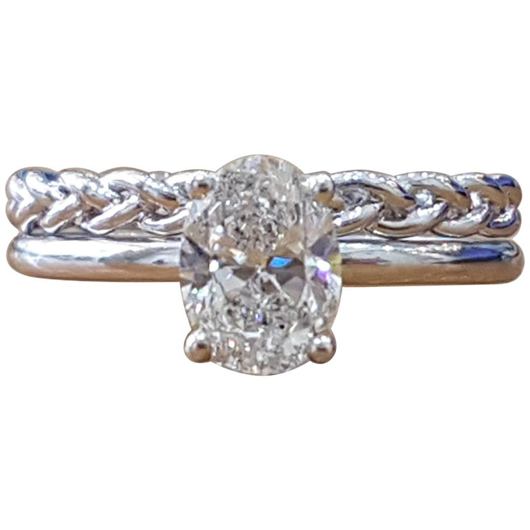 1 Carat 14 Karat White Gold Oval Diamond Engagement Ring Set For Sale