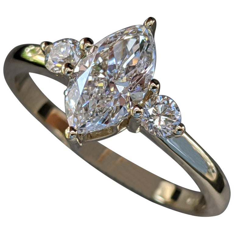 1 Carat 14 Karat Yellow Gold Marquise Diamond Engagement Ring For Sale