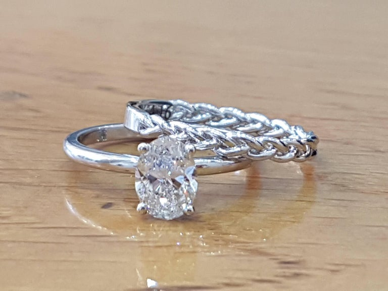 A beautiful diamond engagement ring set made of 14K White Gold set with an oval cut diamond of 1.00ct (can be set with any stone size) . The center diamond of this classic gold ring is a natural SI1 clarity and H color.       Currently a US ring