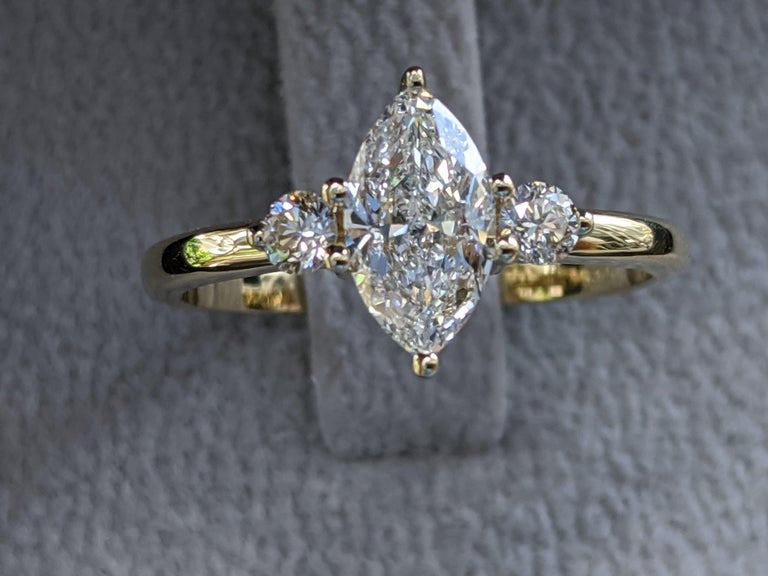 Marquise Cut 1 Carat 14 Karat Yellow Gold Marquise Diamond Engagement Ring For Sale