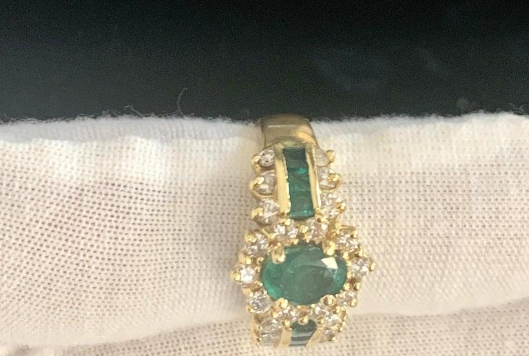 1 Carat Oval Cut Emerald and 1.0 Carat Diamond Ring 18 Karat Yellow Gold For Sale 6