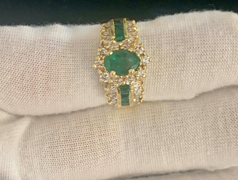1 Carat Oval Cut Emerald and 1.0 Carat Diamond Ring 18 Karat Yellow Gold For Sale 7
