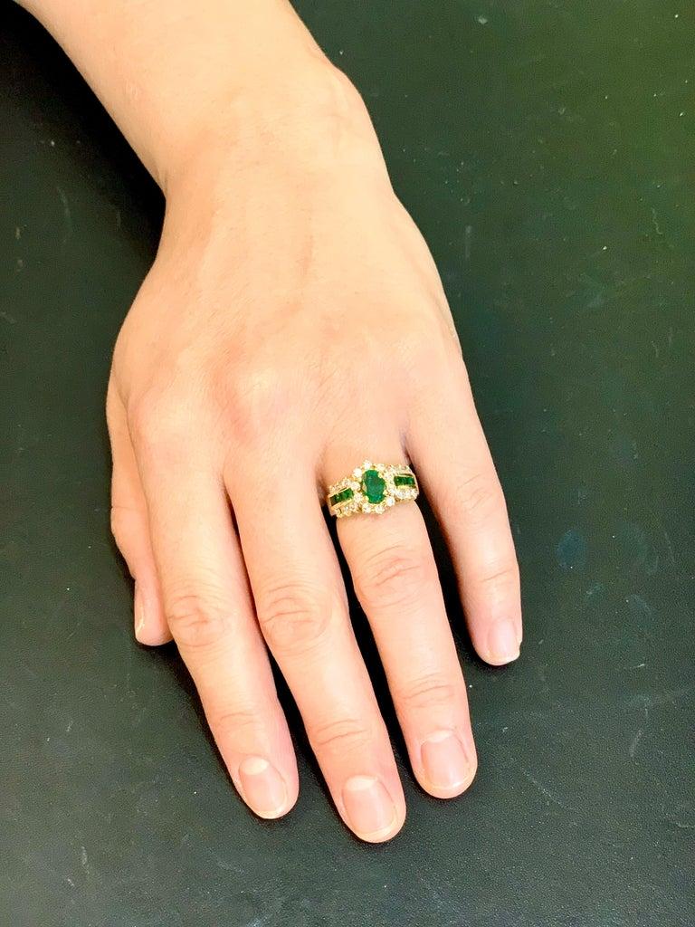 1 Carat Oval Cut Emerald and 1.0 Carat Diamond Ring 18 Karat Yellow Gold For Sale 9