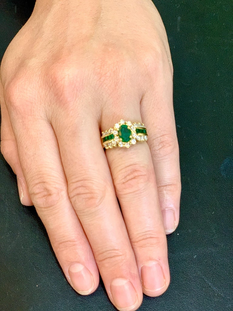 1 Carat Oval Cut Emerald and 1.0 Carat Diamond Ring 18 Karat Yellow Gold In Excellent Condition For Sale In Scarsdale, NY