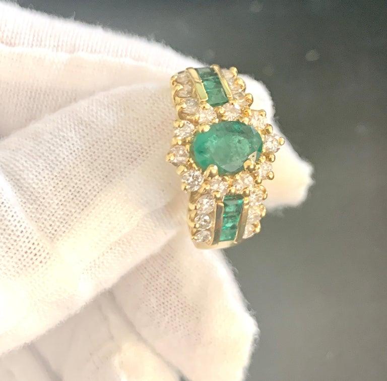 1 Carat Oval Cut Emerald and 1.0 Carat Diamond Ring 18 Karat Yellow Gold For Sale 2