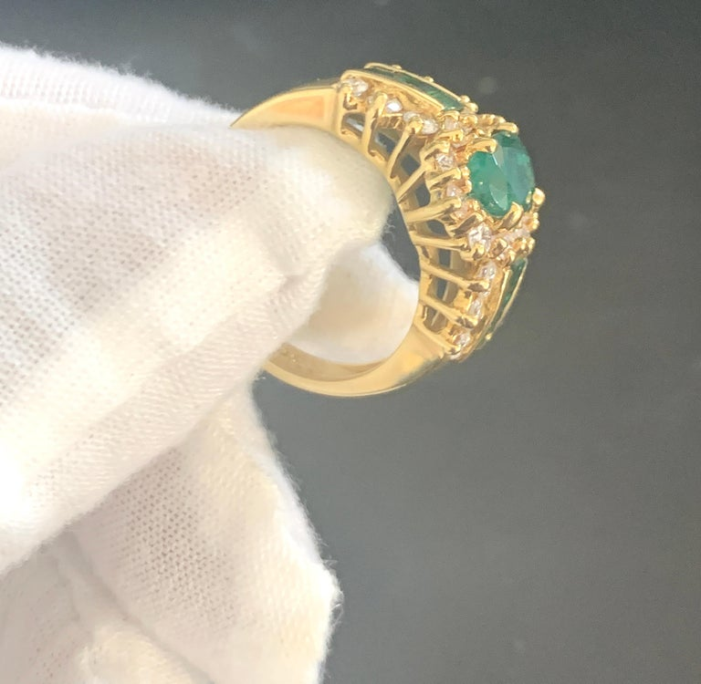 1 Carat Oval Cut Emerald and 1.0 Carat Diamond Ring 18 Karat Yellow Gold For Sale 3