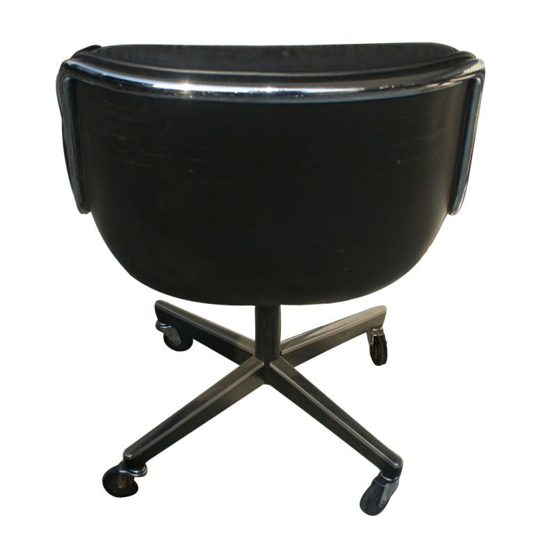 Late 20th Century 1 Charles Pollock for Knoll Black Leather Armchair For Sale