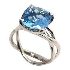 1 Fine Aquamarine 18 Karat White Gold Ring