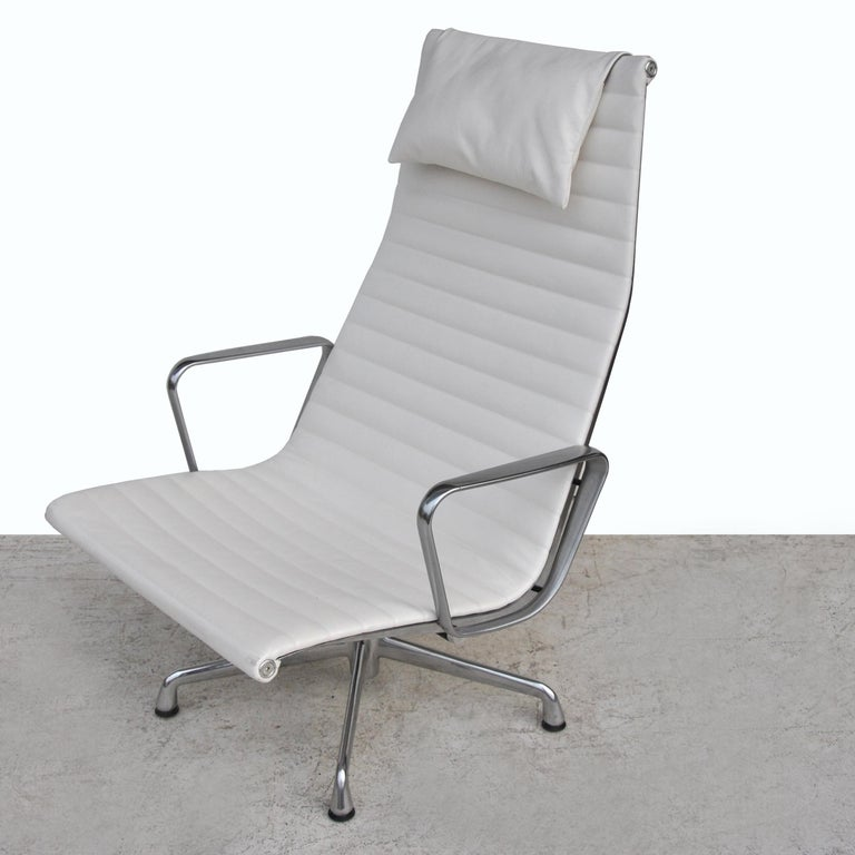 Mid-Century Modern '1' Herman Miller Eames Aluminum Group Lounge Chair For Sale