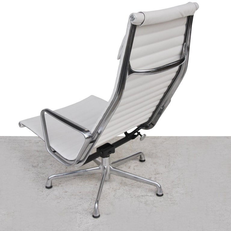 '1' Herman Miller Eames Aluminum Group Lounge Chair In Good Condition For Sale In Pasadena, TX