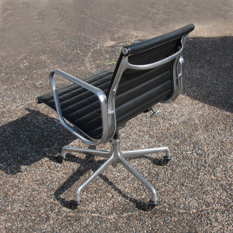 American 1 Herman Miller Eames Aluminum Group Management Chair For Sale