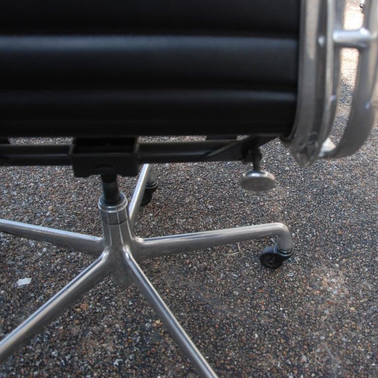 1 Herman Miller Eames Aluminum Group Management Chair For Sale 1