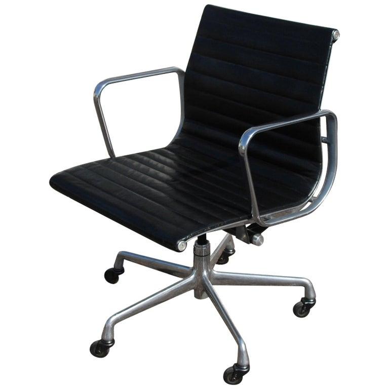 1 Herman Miller Eames Aluminum Group Management Chair For Sale