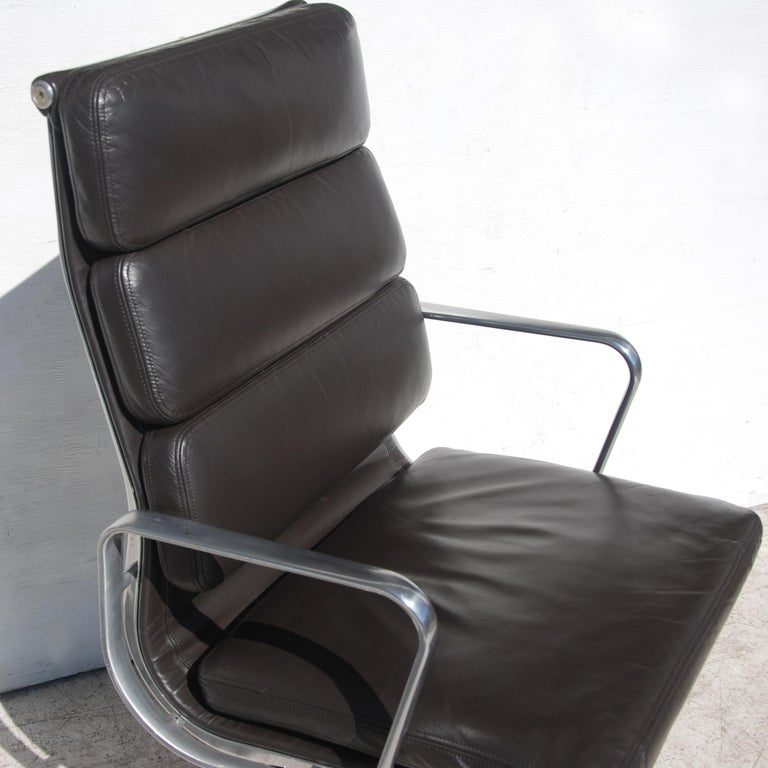 Aluminum 1 Herman Miller Eames Executive Soft Pad Chair with Five Star Base