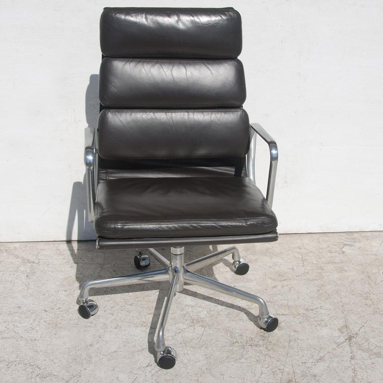 1 Herman Miller Eames Executive Soft Pad Chair with Five Star Base 2