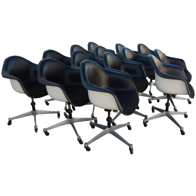 21 Herman Miller Eames Fiberglass Vinyl Shell Chair on Castors