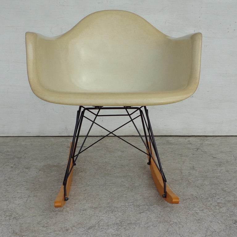 Herman Miller shell fiberglass rocker Manufactured in the 1960s-1970s this rocker is one of the most iconic designs from Charles and Ray Eames.  RAR rocking chair by Charles and Ray Eames and manufactured by Herman Miller. Bright parchment shell
