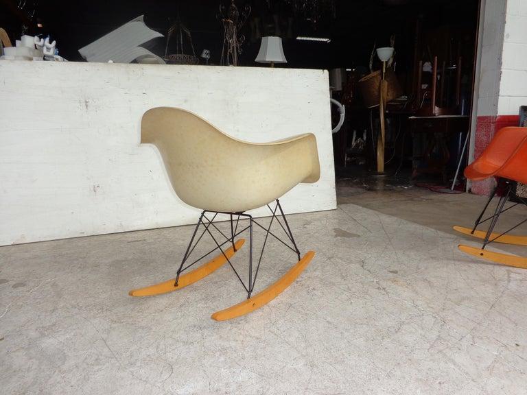 1 Herman Miller Parchment Shell Fiberglass RAR Rocker by Eames For Sale 1