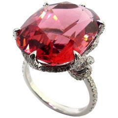 1 Magnificant Red Tourmaline Set in 18 Karat White Gold with Diamonds