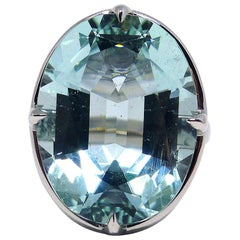 1 Magnificent Aquamarine Set in a 18 Karat White Gold Ring with Diamonds