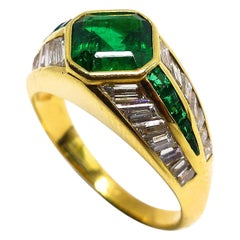 1 Magnificent Emerald Set in an 18 Karat Yellow Gold Ring with Diamonds
