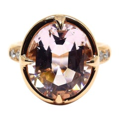 1 Magnificent Morganite Set in a 18 Karat Red Gold Ring with Diamonds