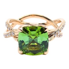 1 Magnificent Tourmaline Set in a 18 Karat Red Gold Ring
