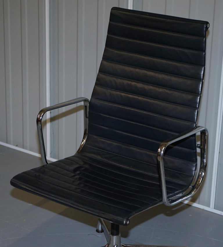 Hand-Crafted 1 of 10 Vitra Eames Herman Miller Black Leather Swivel Office Chairs For Sale