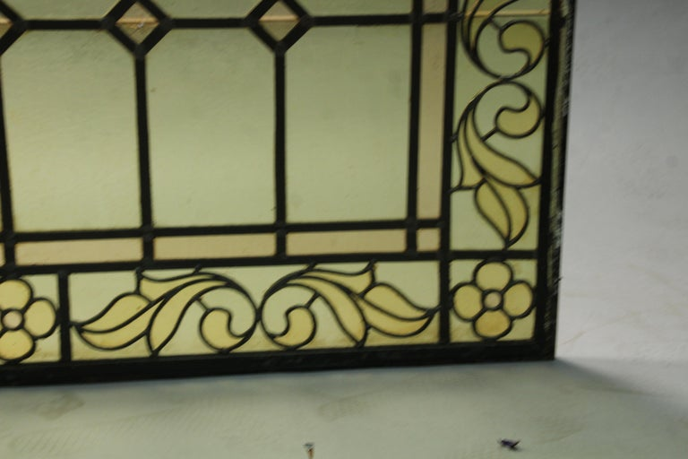 1 of 2 Arched Stained Glass Window In Good Condition For Sale In Pasadena, CA