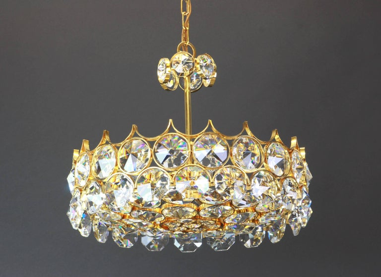1 of 2 Gilt Brass and Crystal Glass Chandeliers by Palwa, Germany, 1970s In Good Condition For Sale In Aachen, DE