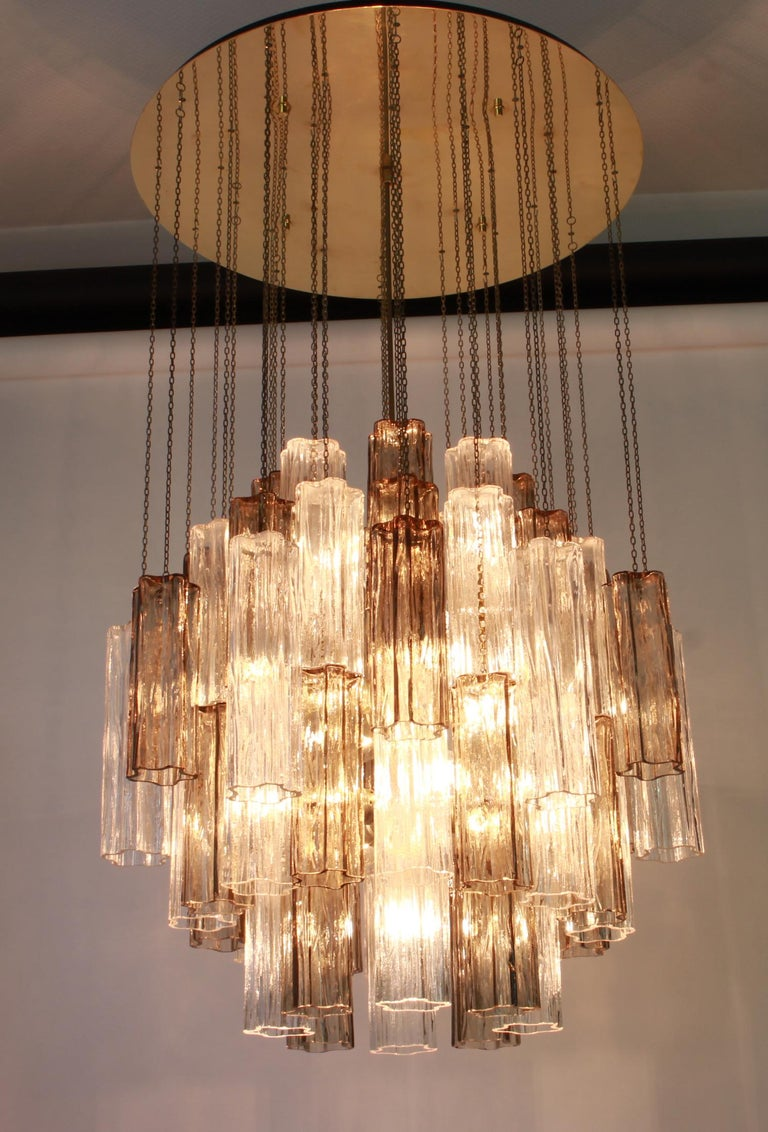 1 of 2 Large Murano Glass Chandelier Design Venini for Kalmar, Austria, 1960s For Sale 3