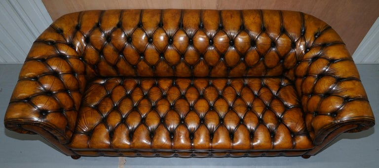 1 of 2 Lovely Hand Dyed Restored Whisky Brown Pleated Leather Chesterfield Sofa In Good Condition For Sale In London, GB