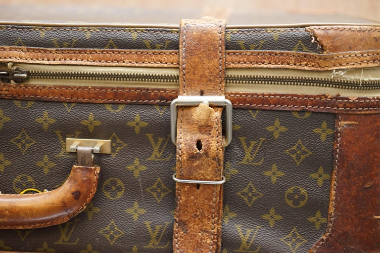 1 of 2 Vintage Brown Leather Louis Vuitton Strapped Bronze Monogram Suitcases In Good Condition For Sale In London, GB