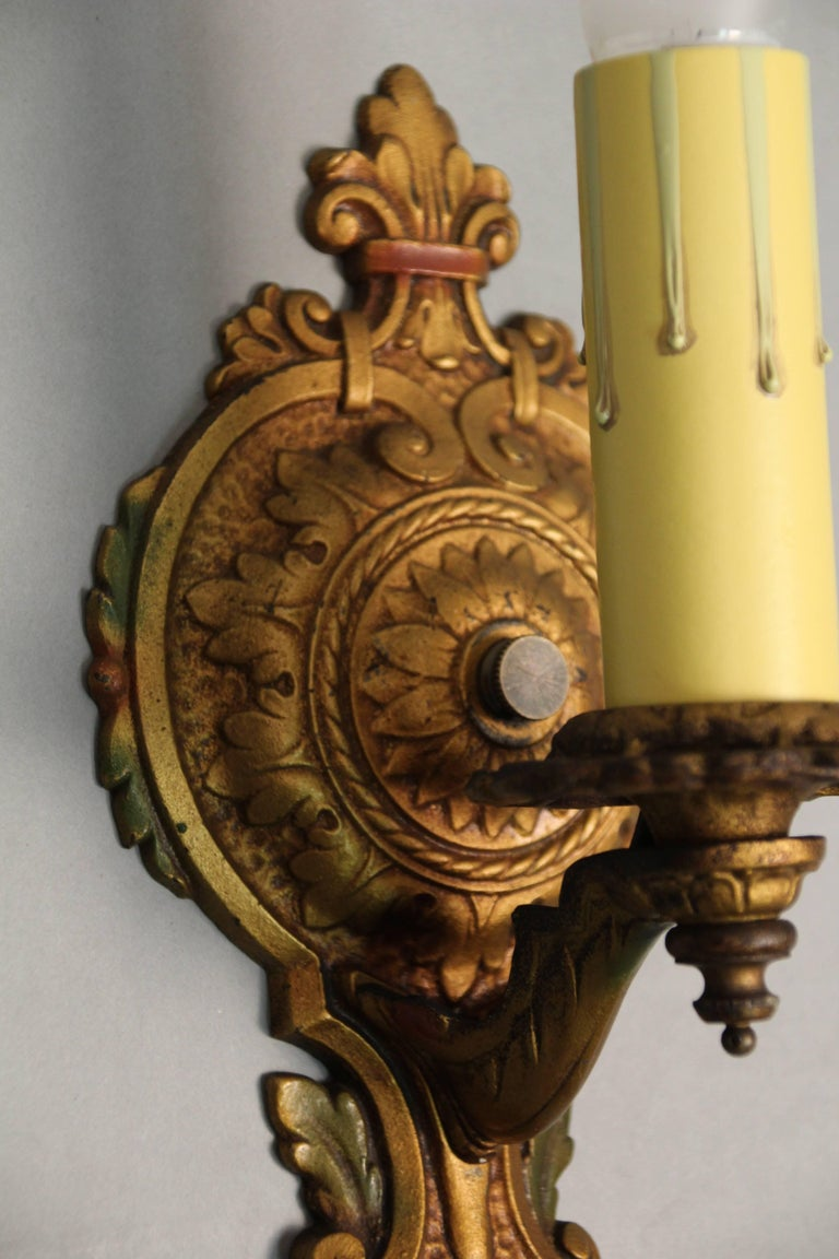 1 of 3 Polychrome 1920s Single Sconce In Good Condition For Sale In Pasadena, CA